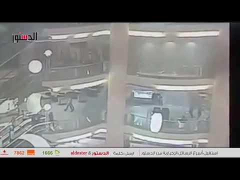 مصر اليوم - بالفيديو  لحظة انتحار شاب من الطابق السابع في سيتي ستارز