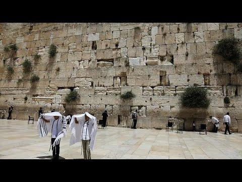 مصر اليوم - شاهد الحكومة الإسرائيلية تتخلى عن خطة الصلاة أمام حائط المبكى