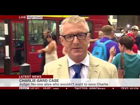 مصر اليوم - شاهد bbc ترصد حافلة تضرب رجلًا خلال بث مباشر