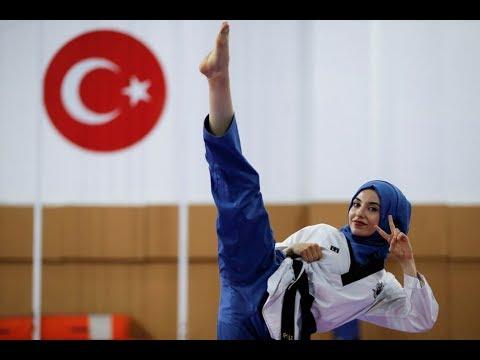 مصر اليوم - شاهد فتاة تركية لم يمنعها الحجاب أن تصبح بطلة العالم في التايكوندو