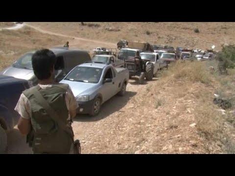 مصر اليوم - شاهد توقيف شبان اعتدوا بالضرب على لاجئ سوري في لبنان