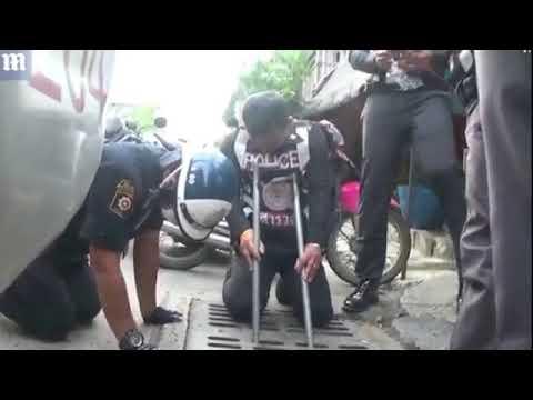 مصر اليوم - شاهد سائح يعتدي على عاملات متجر ويسرقه