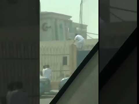 مصر اليوم - شاهد لحظة هروب طلاب من المدرسة في السعودية