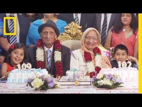 مصر اليوم - شاهد  قصة حب مدتها 88 عامًا الزوج 109 أعوام