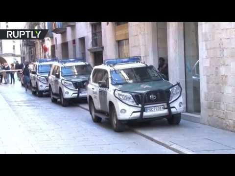 مصر اليوم - شاهد عمليات تفتيش واحتجاز في كاتالونيا الإسبانية