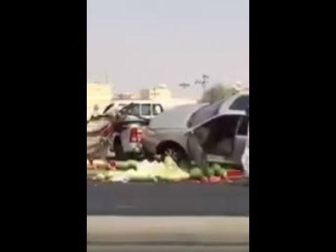 مصر اليوم - شاهد سعودي يتسبّب في حادث تصادم لانشغاله بهاتفه
