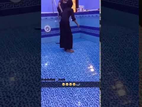 مصر اليوم - شاهد سقوط مروع لصبي أثناء تنظيفه الغرفة