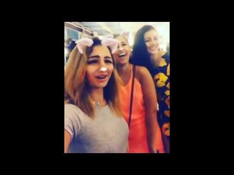 مصر اليوم - شاهد آيتن عامر تغني وترقص مع الراقصة صافيناز
