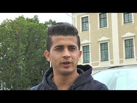 مصر اليوم - شاهد ممثل أفغاني لاجىء يواجه شبح الطرد من السويد