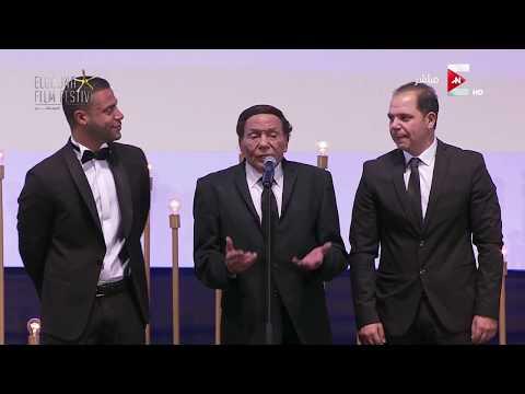 مصر اليوم - شاهد شريف منير ينهار من البكاء أثناء كلمة عادل إمام في مهرجان الجونة السينمائي