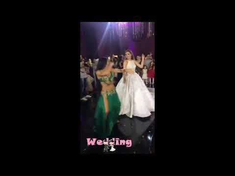 مصر اليوم - شاهد عروس تشعل فرحها بتحدي الراقصة وتخطف الأضواء منها
