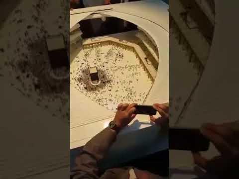 مصر اليوم - شاهد شاهد «السقف المعلق» لحماية رواد الحرم المكي من الشمس والأمطار