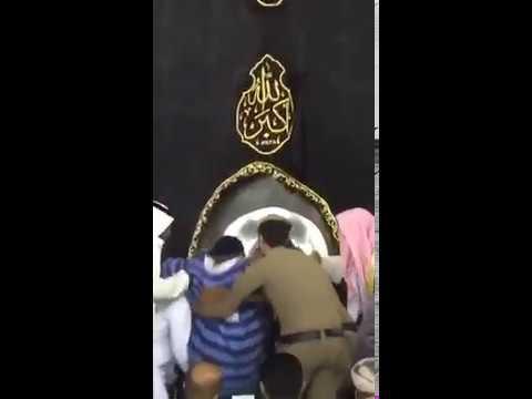 مصر اليوم - مشهد إنساني لرجلي أمن بالمسجد الحرام يشعل مواقع التواصل