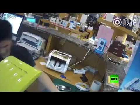 مصر اليوم - شاهد لحظة انفجار هاتف آيفون جديد