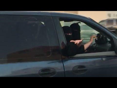 مصر اليوم - شاهد ردّ فعل فتيات بعد إصرار شاب تصوير قيادتهن للسيارة في الرياض