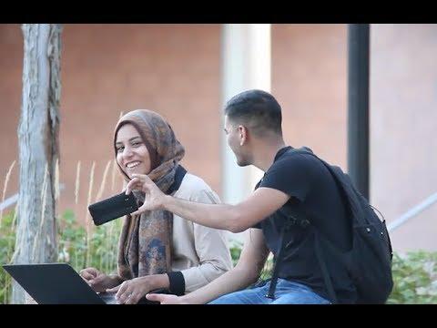 مصر اليوم - شاهد شاب يطلب من الفتيات رأيهم في صورة لاحدى الجميلات