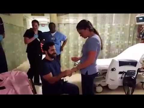 مصر اليوم - شاهد شاب يؤدي مشهدًا تمثيليًا لمفاجأة حبيبته الممرضة