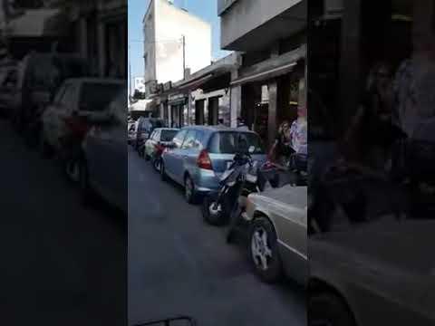 مصر اليوم - شاهد رد فعل شاب لحظة سرقة لصين هاتفه النقال