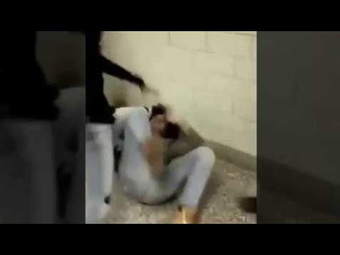 مصر اليوم - شاهد مشاجرة عنيفة بين فتاتين