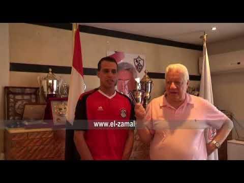 مصر اليوم - بالفيديو  مرتضى منصور يكرِّم المشجع المصري الباكي