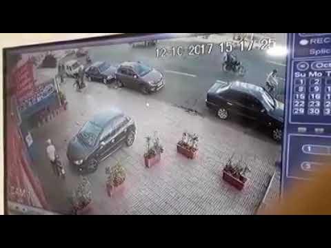 مصر اليوم - شاهد لحظة سرقة لص لدراجة نارية في المغرب
