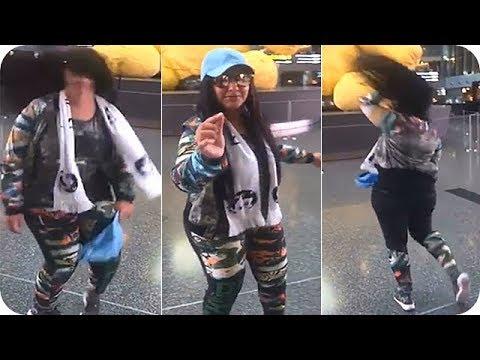 مصر اليوم - شاهد عائشة البدر تتحدى صافيناز وترقص في مطار حمد الدولي