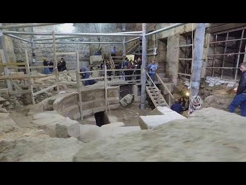 مصر اليوم - شاهد اكتشاف مسرح روماني تحت الأرض بالقرب من الأقصى