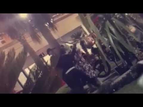 مصر اليوم - لحظة اعتداء رجال أمن مطعم مشهور على امرأة بالضرب