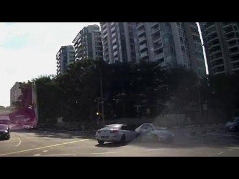 مصر اليوم - شاهد شبح سيارة يظهر فجأة على الطريق