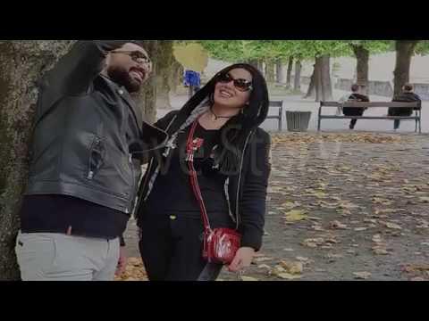 مصر اليوم - شاهد أحمد سعد يهدي سمية الخشاب أغنية أجمل حب