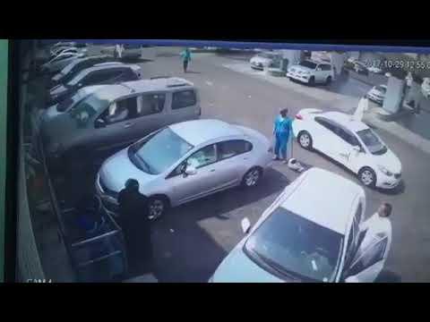 شاهد نجاة 3 أشخاص من الدهس بالسعودية