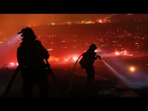 شاهد حريق توماس مستمر في كاليفورنيا ويهدد سانتا باربرا