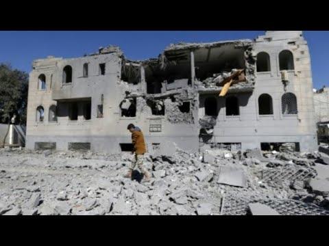 شاهد  عشرات الجرحى والقتلى في غارات ليلية للتحالف على اليمن