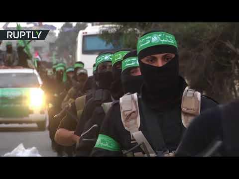 شاهد حماس تحتفل بيوبيلها باستعراض عسكري