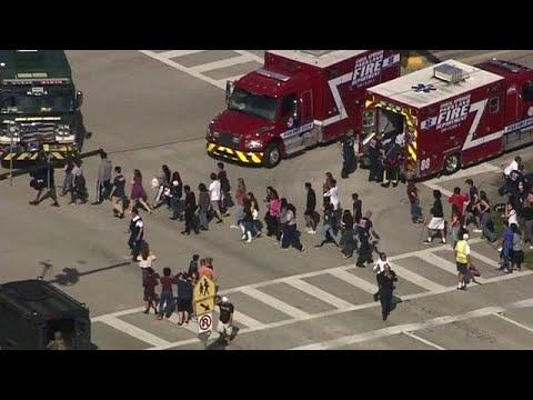 شاهد مقتل 17 شخصا في إطلاق نار في مدرسة أميركية