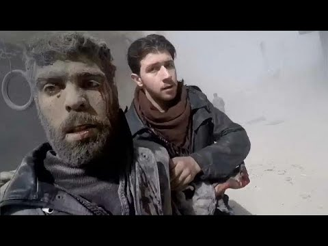بالفيديو سكَّان الغوطة الشرقية ممزقون تحت تأثير القصف