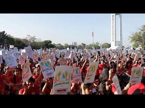 شاهد آلاف الطلاب الفلبينيين فى أضخم درس فني بالعالم