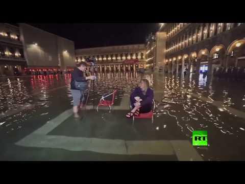 شاهد الفيضانات غير قادرة على تعطيل السياحة في البندقية