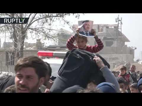 شاهد آلاف المدنيين يغادرون الغوطة الشرقية