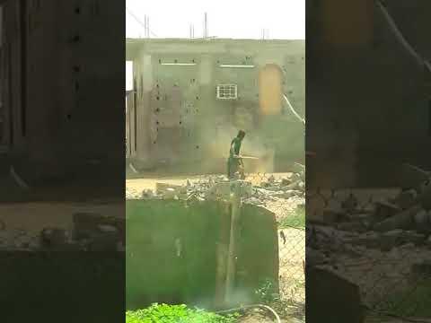 شاهد أب يعتدي على ابنه المعاق بطريقة وحشية في السعودية