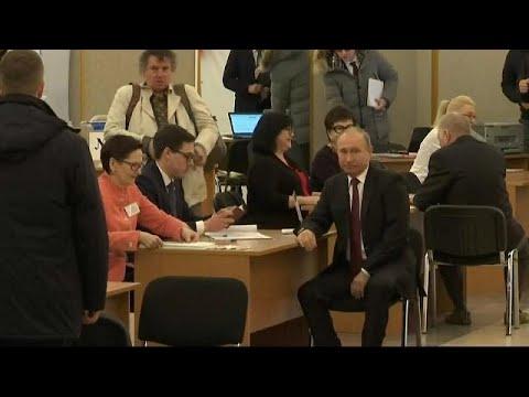 شاهد فلاديمير بوتين يدلي بصوته في الانتخابات