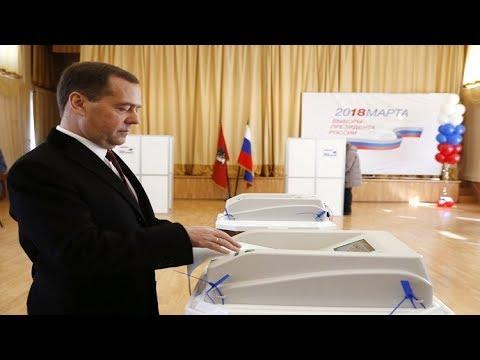ميدفيديف يختار رئيسًا لروسيا
