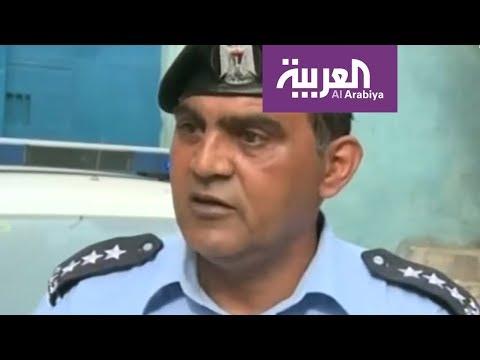 ضابط شرطة فلسطيني يغني أمام تلاميذ مدرسة