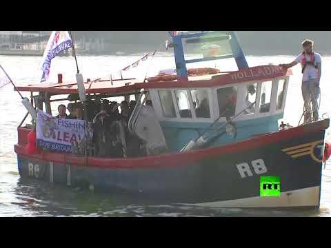 صيادو بريطانيا يحتجون على طريقتهم الخاصة