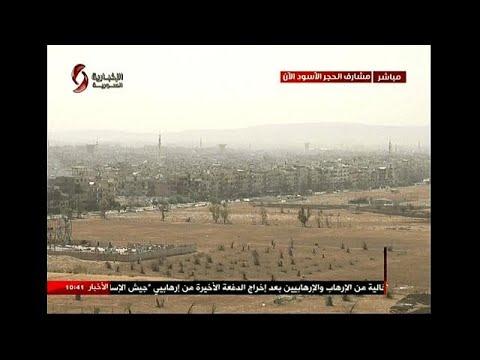 شاهدالطيران السوري يقصف مواقع مسلحين في اليرموك والحجر الأسود