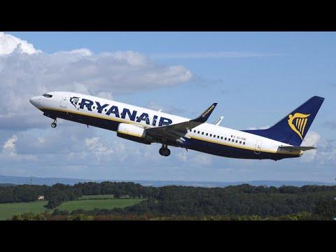 إصابة 33 شخصًا إثر هبوط اضطراري لطائرة ريان اير