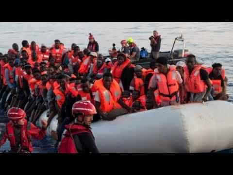 مناشدات لتونس لاستقبال سفينة تقل مهاجرين