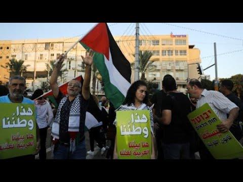 شاهدآلاف المتظاهرين في تل أبيب احتجاجا على قانون الدولة القومية