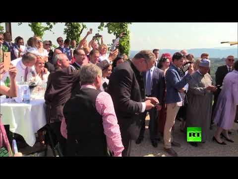 الرئيس الروسي يرقص مع وزيرة الخارجية النمساوية خلال حفل زفافها