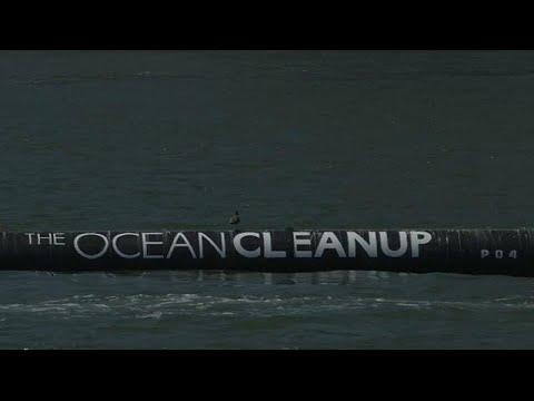 شاب أميركي يخترع جهازًا لتنظيف المحيطات في كاليفورنيا